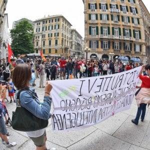 """Genitori, bambini e insegnanti in piazza: """"A settembre i ragazzi devono tornare in classe"""""""