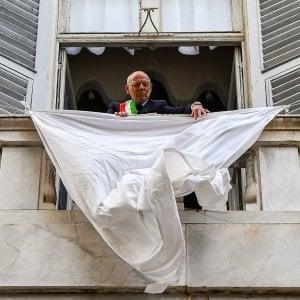 Sirene in porto e lenzuola bianche, Genova ricorda la strage di Capaci