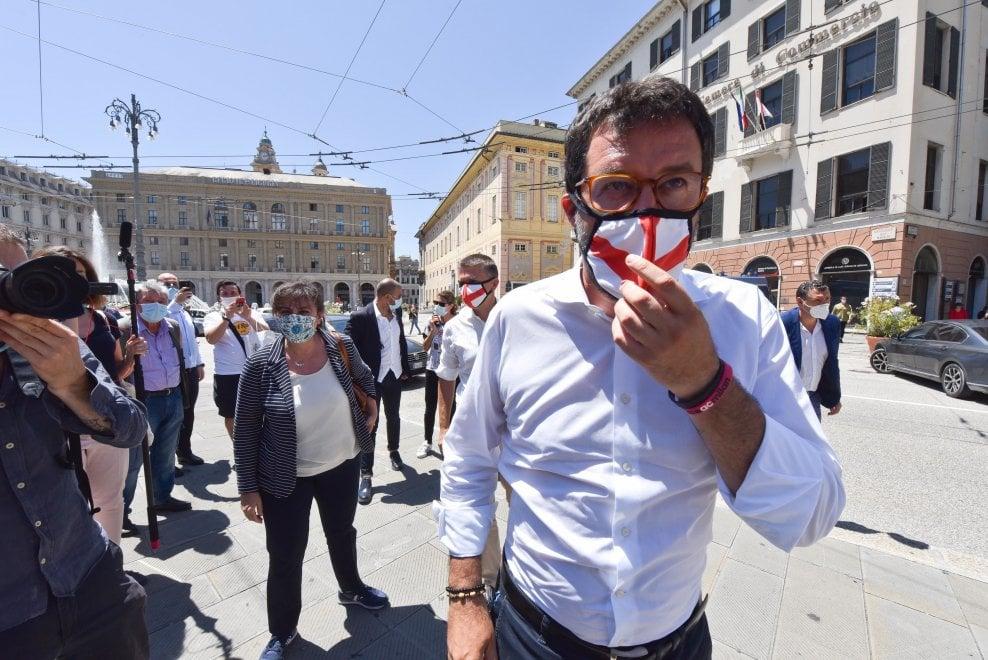 """Un giovane contesta Salvini a Genova: """"I porti chiusi uccidono"""""""
