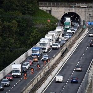 Cantieri e vacanzieri, autostrade paralizzate in Liguria