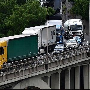 """Autostrade, Bucci e Toti: """"Dal 10 luglio due corsie in ogni senso di marcia"""""""