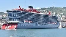La nave della Virgin Scarlet Lady a Ponte dei Mille    di ANDREA LEONI
