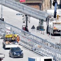 Lavori in corso per completare il nuovo ponte, arriva il primo stato di asfalto