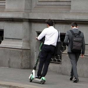 Col monopattino sul marciapiede, prime multe in corso Italia