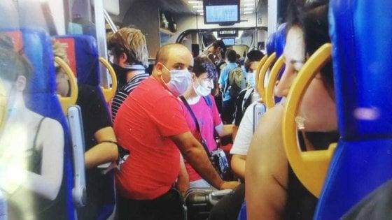 Alassio e Albenga, tutti ammassati sul treno della Riviera