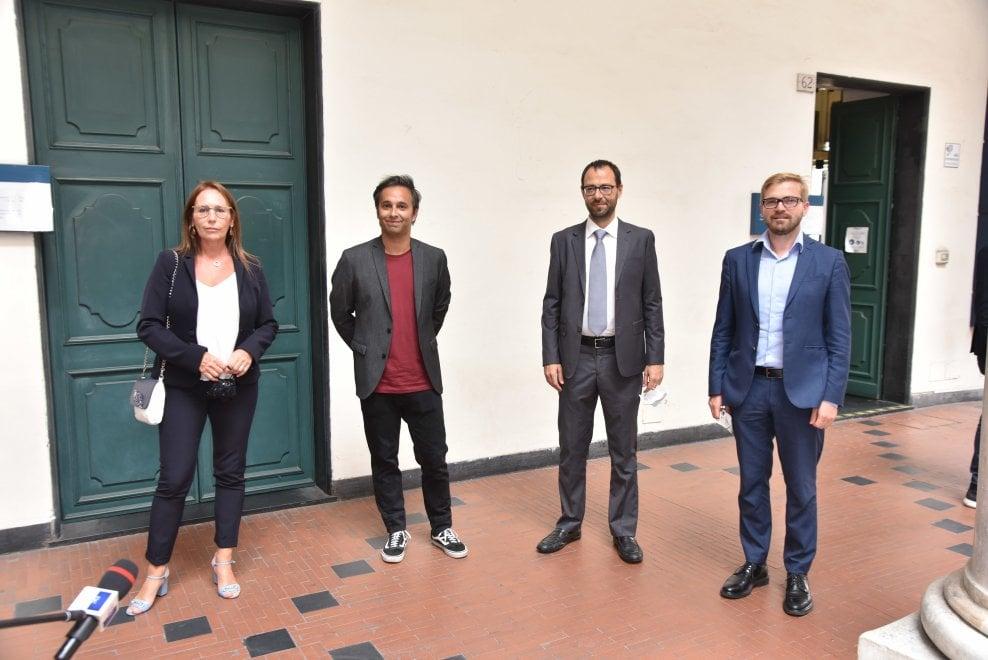 """Il ministro Patuanelli a Genova: """"I giallorossi non si esauriscono con Sansa"""""""