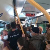 Sul bus tra Portofino e Santa Margherita saltate tutte le norme di distanziamento