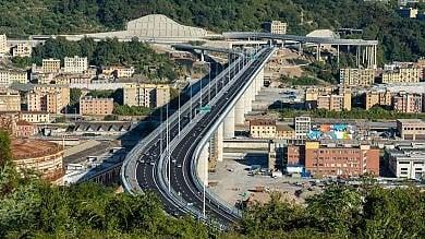 """Bucci, regalato al Salone """"nave"""" più grande del mondo: nuovo ponte non si ferma mai"""