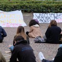 Genova, studenti del Collettivo 16cento in piazza