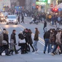 Genova, il ritorno in fascia gialla cancella le paure: il centro invaso per lo shopping