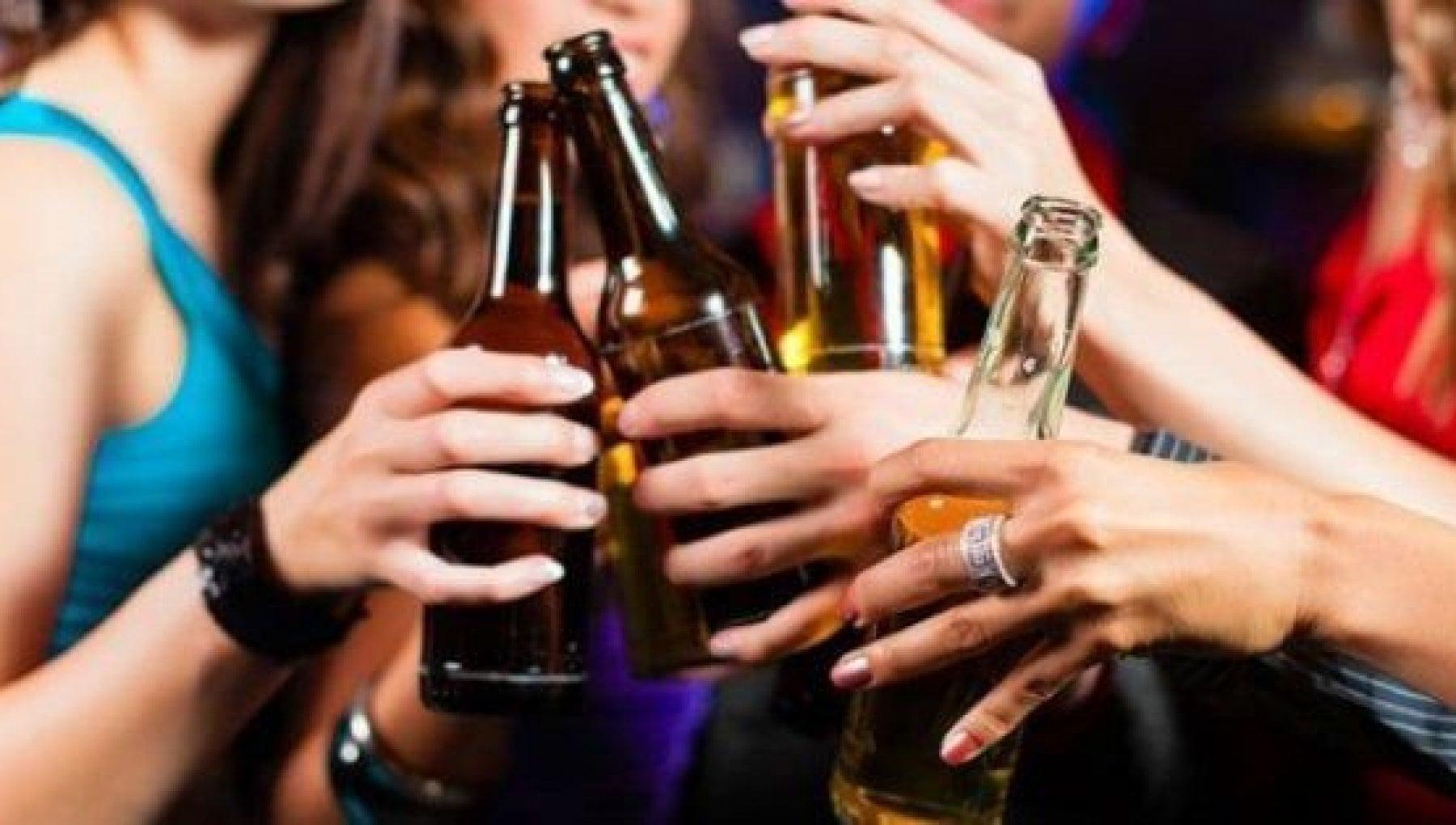 165946689 a9362eb6 3649 4da5 80e0 96632d88aeee - Genova, ubriaca a 14 anni, sviene: multata la madre