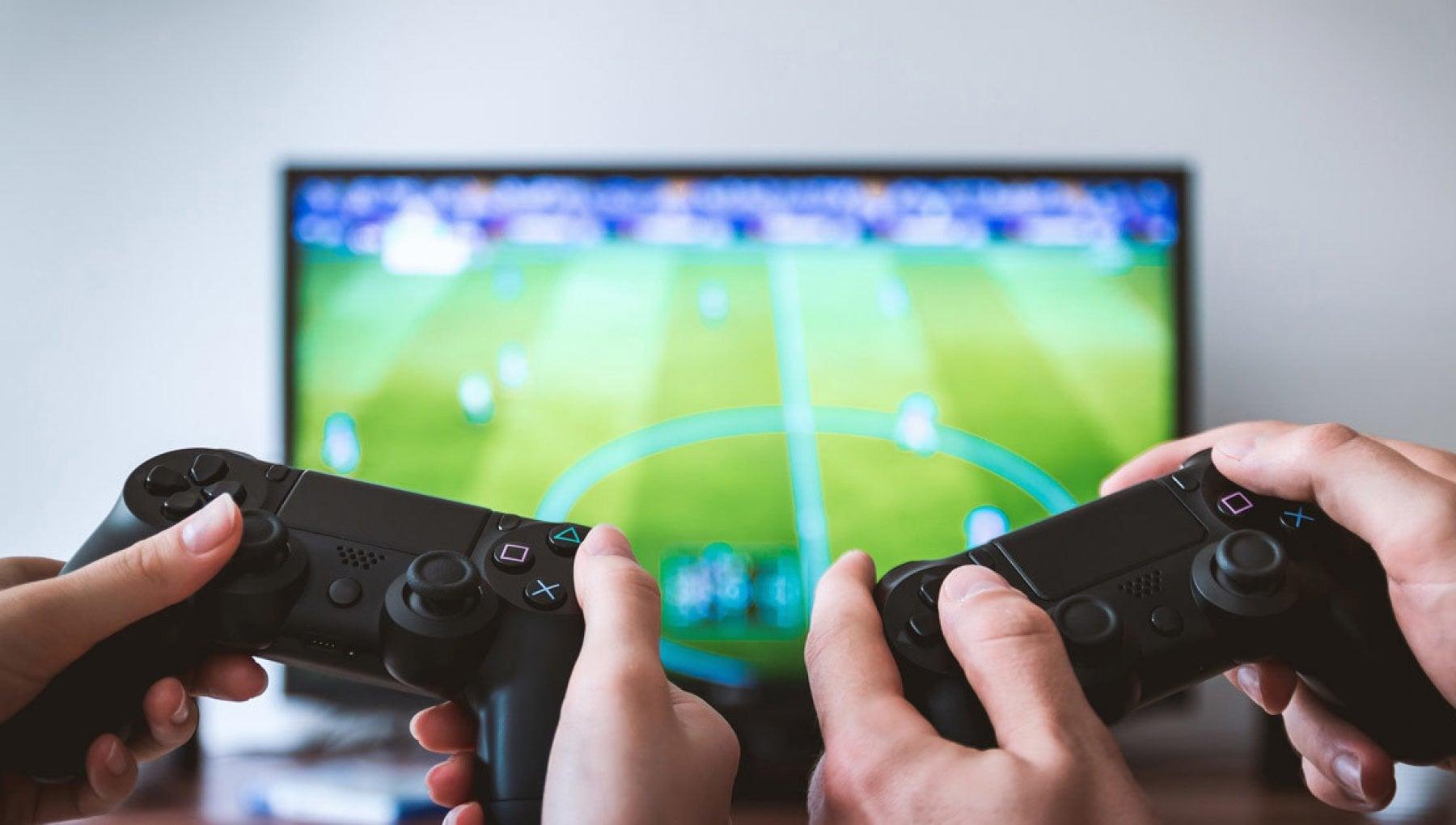 132907116 3c23fcf5 4223 4acd 8df7 46c8587af49e - Genova, invece di studiare in Dad giocano in 11 con la Playstation, minori sanzionati