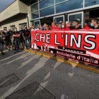 Ex Ilva, secondo giorno di protesta, ma l'azienda insiste sulla cassa integrazione