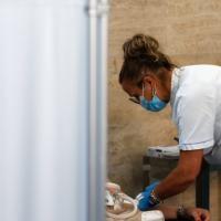 Vaccino ai fragili in Liguria: ecco come e dove prenotare e fare la terza