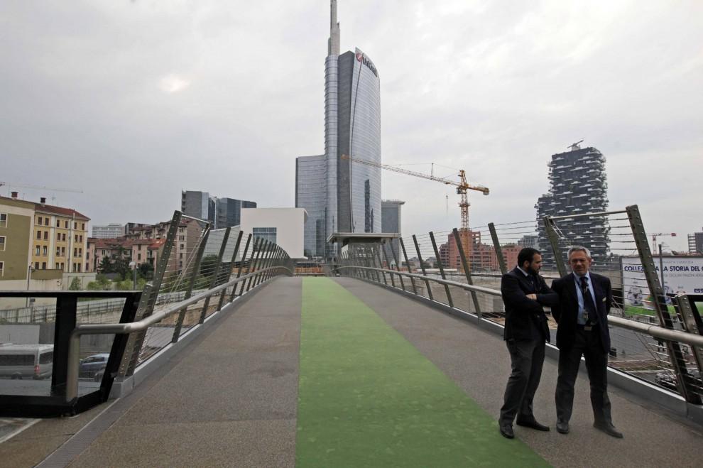 Porta nuova al via la nuova passerella ciclopedonale 1 - Via porta nuova milano ...
