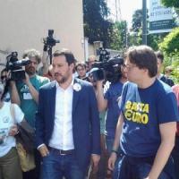 """Lega, nel dormitorio l'ultimo show di Salvini: """"L'Europa rischia di diventare come qui"""""""