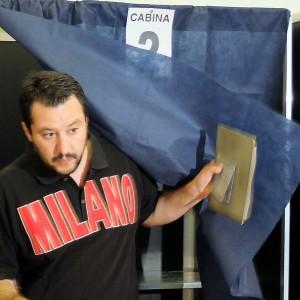 """Lega, Salvini riapre a Berlusconi dopo il voto europeo. """"E a Milano sfratteremo Pisapia"""""""