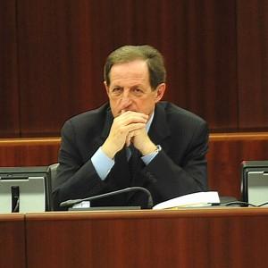 Pirellone, il centrosinistra sull'Aventino: slitta il voto sulla censura, assedio a Mantovani