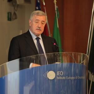 Guerra in Procura a Milano, sospeso il processo a Podestà sulle firme false per Formigoni