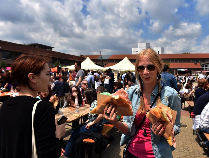 Piadina, arancini, focaccia: lo street food trionfa a Milano