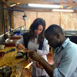 Dopo 15 anni in aeroporto scopre l'oro di Nairobi, la second life di Marina Bottelli