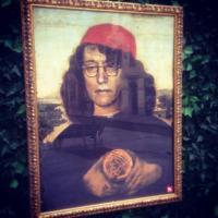 Casaleggio & C., lo street artist incornicia i politici