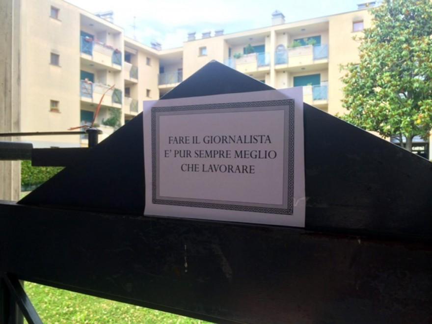 Yara, davanti casa Bossetti un cartello contro i giornalisti