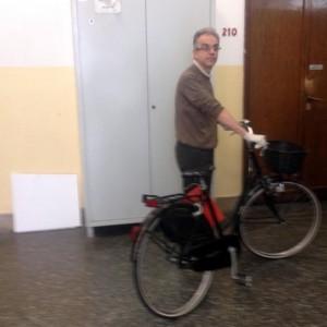 """Delitto di Garlasco, il giallo della bici nera di Stasi. Il legale: """"Scambiati i pedali"""""""