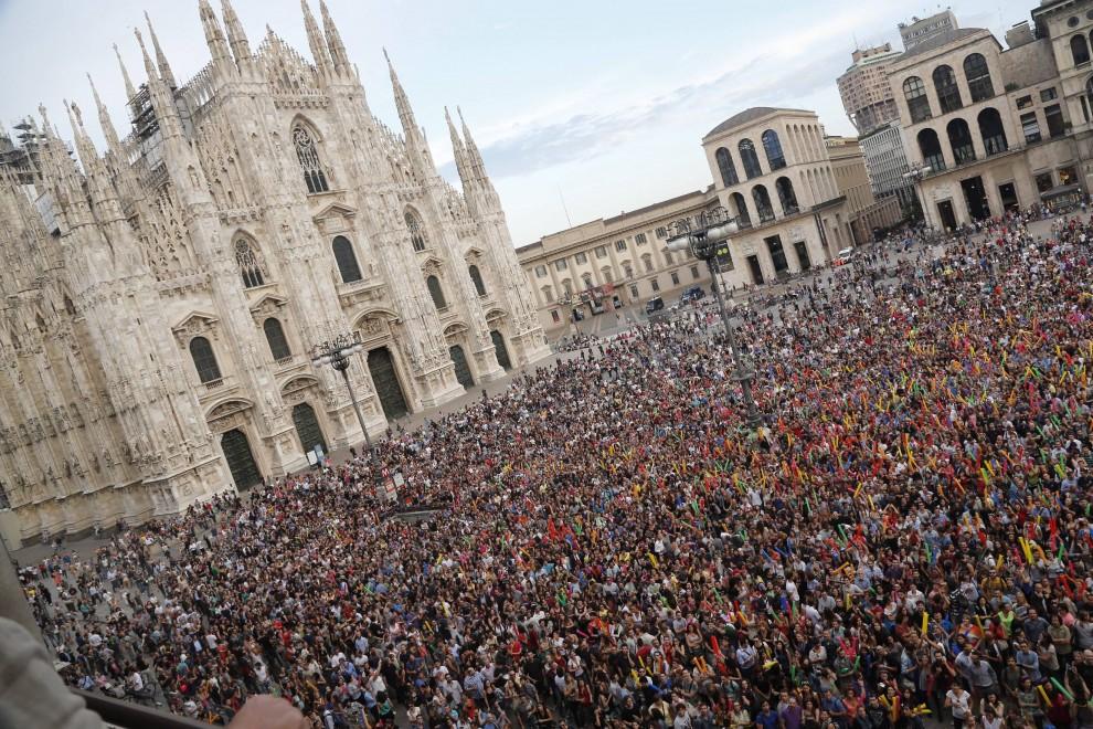Piazza Duomo, tutti col naso all\'insù per i Subsonica - 1 di 11 ...