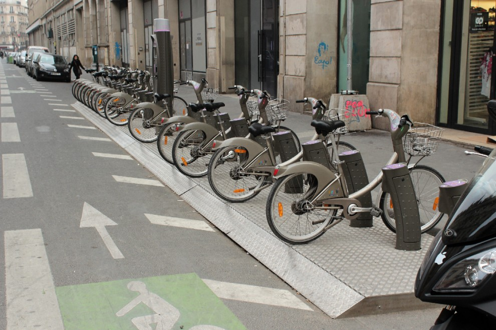 Milano nella rastrelliera la bici del bike sharing di for Mobile milano bike sharing