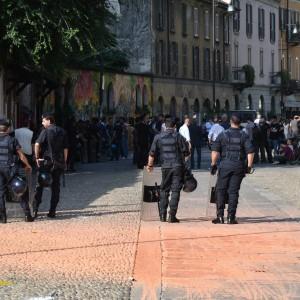 Milano, sgomberato il centro sociale Zam. Tensione fra gli antagonisti e la polizia