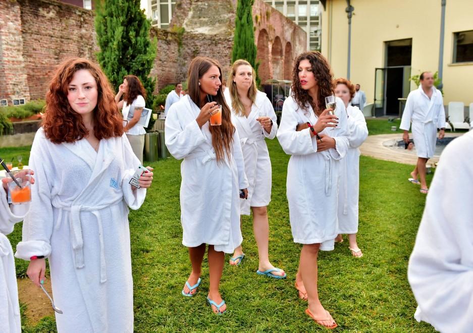 Milano l 39 aperitivo in accappatoio alle terme in centro - Piscina porta romana milano ...