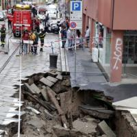 Milano, tubature in tilt: voragine di 12 metri in centro