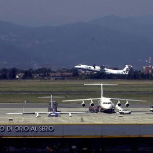 Orio al Serio, fulmine colpisce un aereo in fase di decollo: paura ma nessun ferito