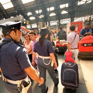 Milano, alla Stazione Centrale barriere anti-borseggio: ai binari soltanto chi ha il biglietto