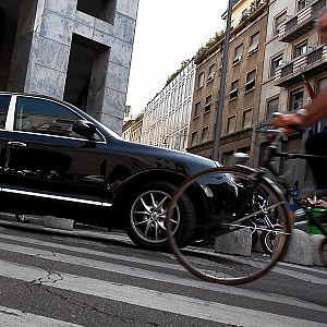 In bicicletta contromano: Milano chiede al governo di modificare il Codice della strada