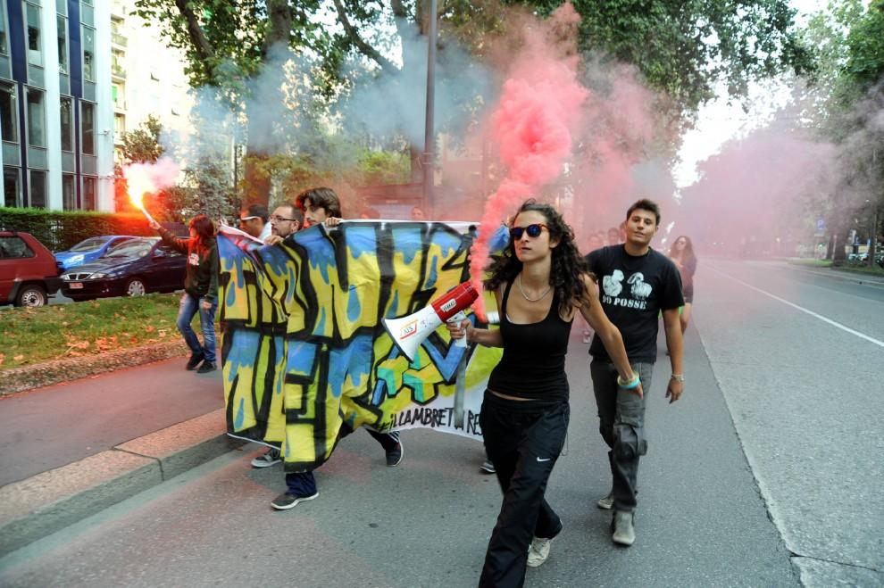 Milano, contro sgomberi e sfratti flashmob del Lambretta