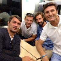 Maldini, Zanetti, Pirlo e Sheva: selfie in treno per il Papa