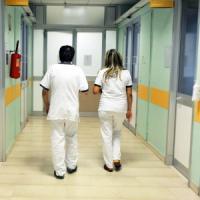 Pavia, neonato di 3 mesi in coma da due settimane: si indaga per maltrattamenti