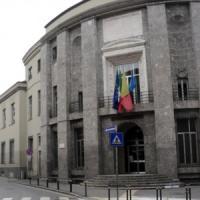 Bergamo, precipita dal quarto piano della scuola: gravissimo uno studente di 15 anni