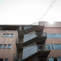 Bergamo, si lancia dal quarto piano della scuola: gravissimo uno studente di 17 anni