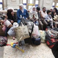 Milano, emergenza profughi in Centrale: il Comune cerca medici volontari per assisterli
