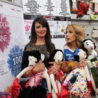 Un muro di bambole contro la violenza sulle donne