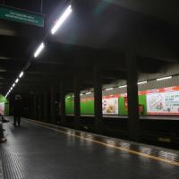 Milano, tragico incidente nel metrò: perde l'equilibrio e muore schiacciata dal treno