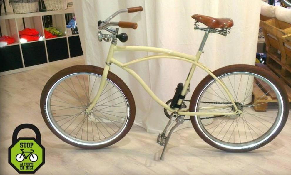 Furti di biciclette, arrivano le targhe a prova di ladro - 1 di 9 - Milano - Repubblica.it