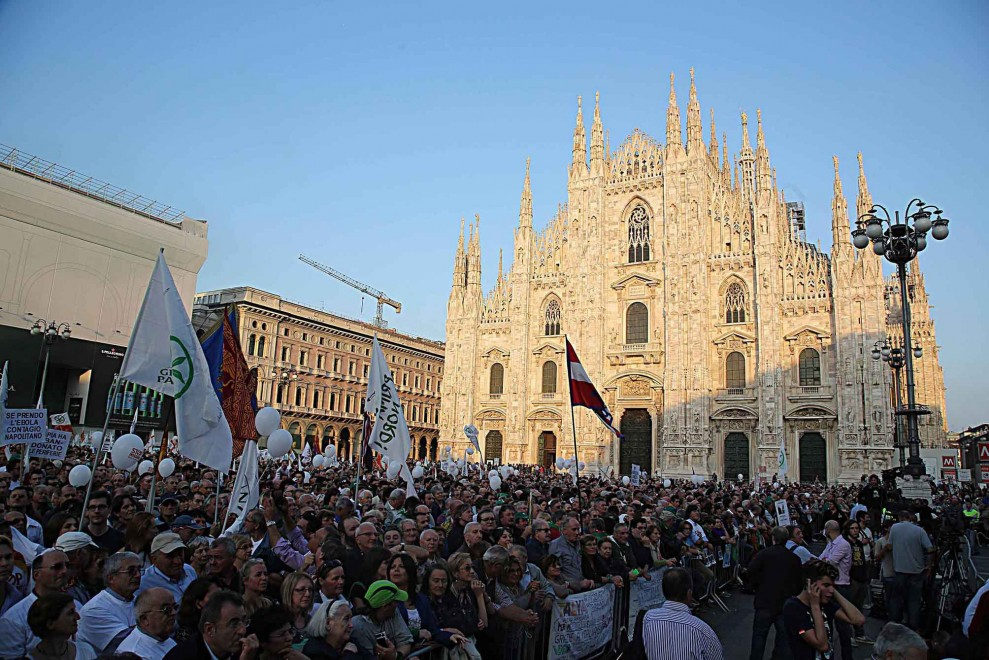 Northern League rally fills Milan's Cathedral Square