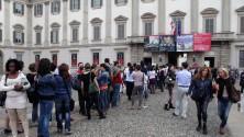 Palazzo Reale, la coda    per Chagall e Van Gogh