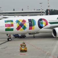 Malpensa, il primo Airbus Alitalia con la livrea di Expo