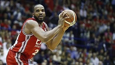 Basket, l'Olimpia batte la matricola Trento e festeggia la conquista dello scudetto    foto