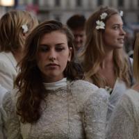 Piazza Duomo, il flashmob delle spose per i profughi